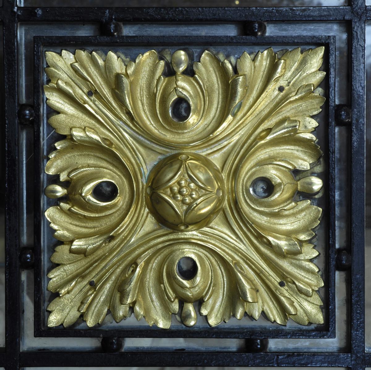 Décro de la porte du hall © Musée des Beaux-Arts-mairie de Bordeaux. Cliché F.Deval