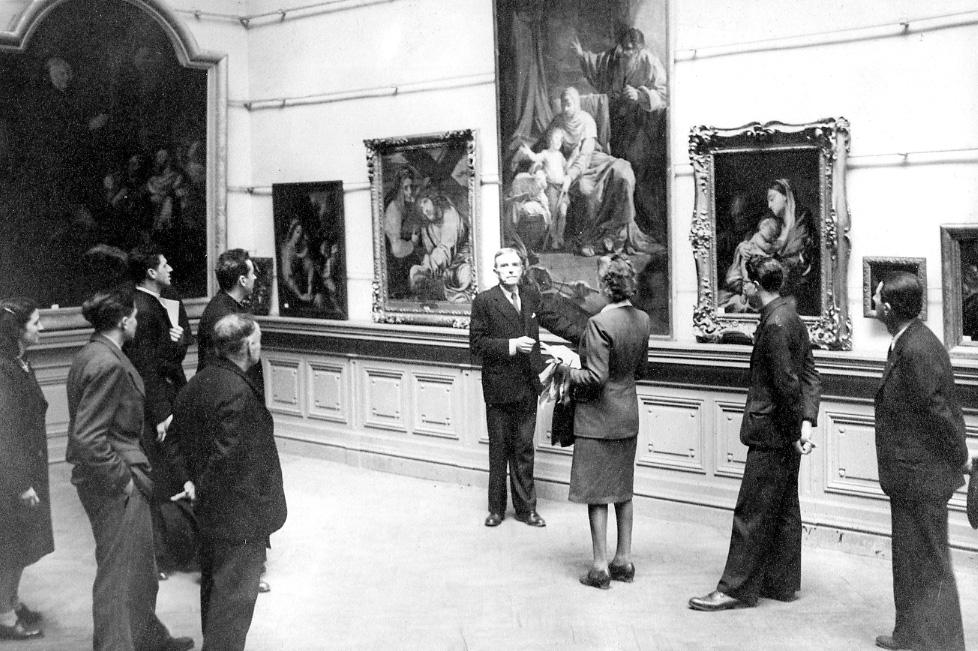 Image de JG Lemoine commentant l'exposition © Documentation Musée des Beaux-Arts. Mairie de Bordeaux
