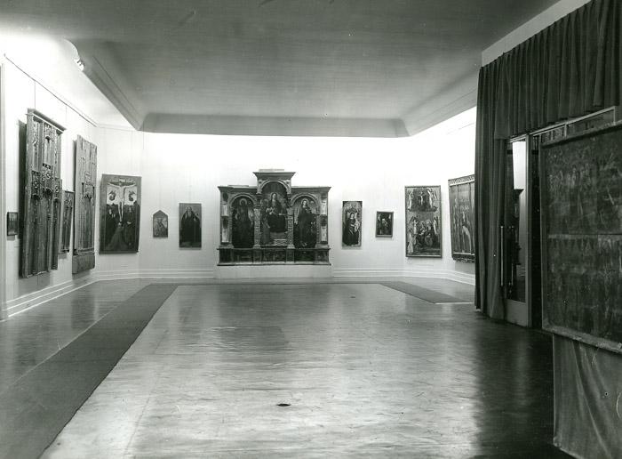 Vues des salles de l'exposition Primitifs méditerranéens, 1952