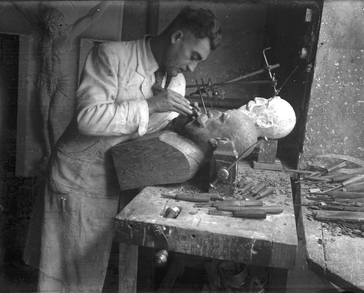 Alexandre Callède, dans son atelier en 1941 (c) Documentation. Musée des Beaux-Arts de Bordeaux