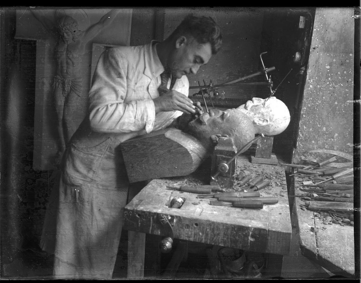 Alexandre Callède.  Buste de M Berard, 1941. Collection particulière
