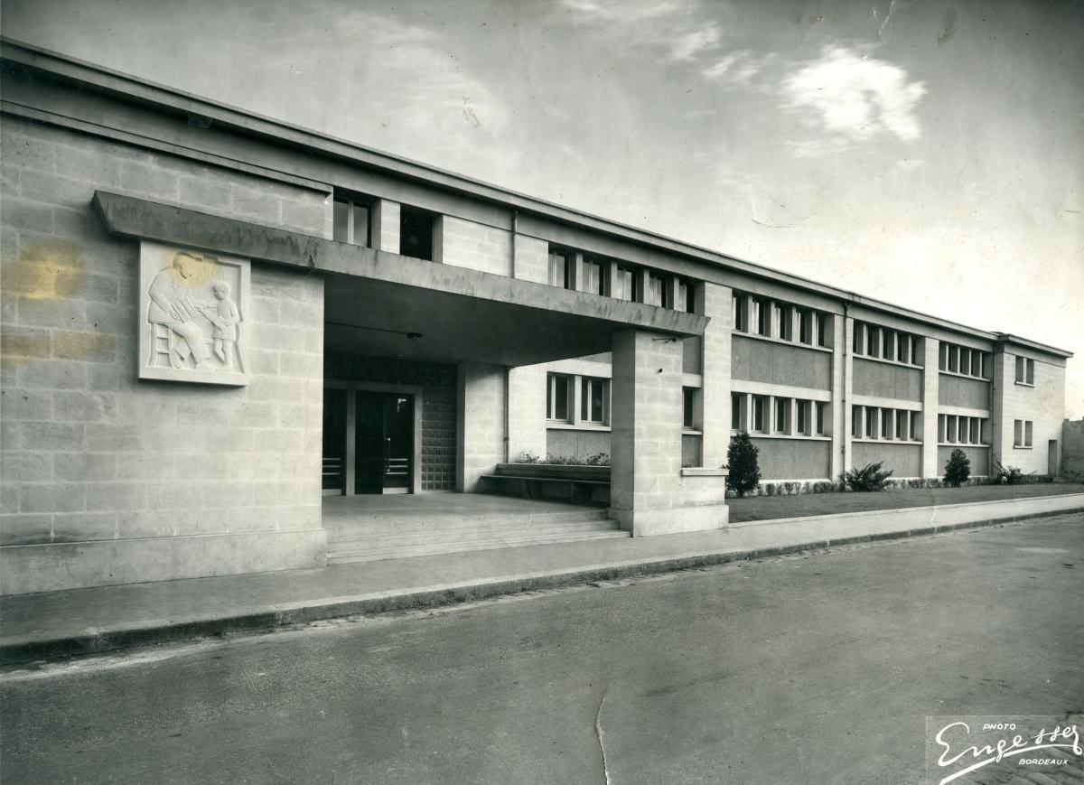 Image : Alexandre Callède, Bas-relief pour l'école Dupaty, 1954. 1% artistique