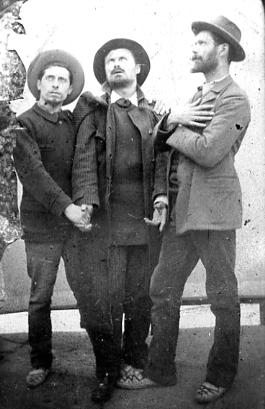 Image : Gaston Schnegg (à gauche), Marcel Jacques et Paul Perrichon. Documentation du musée des Beaux-Arts de Bordeaux. Don Jeanne Schnegg, 1985
