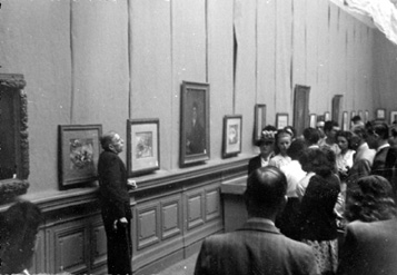 Image du conservateur Jean-Gabriel Lemoine lors d'une conférence à l'occasion de l'exposition du 2ème centenaire de Goya