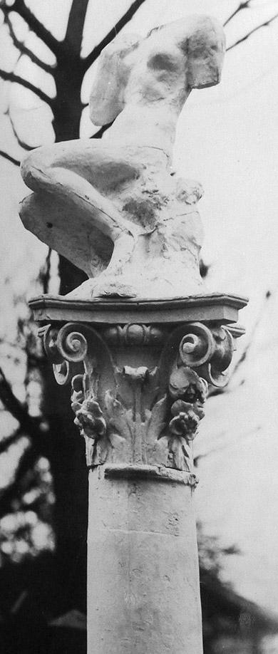 Image : Femme assise, sur colonne. Paris, Musée Rodin