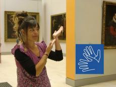 Sylvanie Tendron signant une visite © Musée des Beaux-Arts-Mairie de Bordeaux.