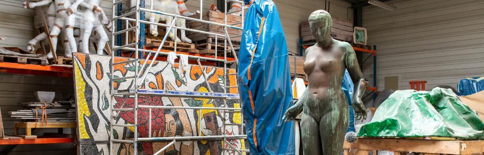 Sculpture en cours de restauration dans les ateliers de la Socra. Photo : F. Deval