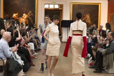 Photo du défilé des créations des terminales Mode du lycée Toulouse-Lautrec, jeudi 13 avril au musée des Beaux-Arts, photo F.Deval