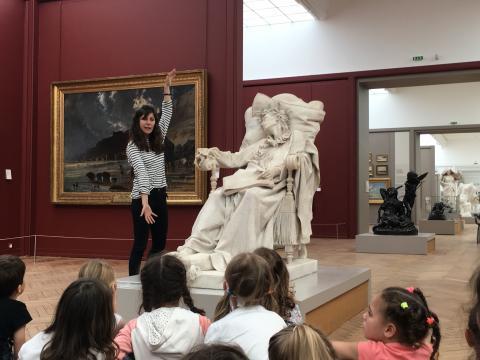 Visite pour enfants devant <i>Mozart expirant</i> de Carnielo