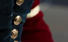 Détail d'une veste créée par une élève à partir du tableau de Lavinia Fontana