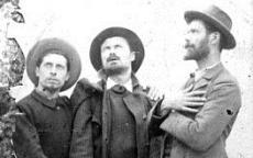 Gaston Schnegg (à gauche), Marcel Jacques et Paul Perrichon (à droite).