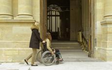 Photo handicap au musée © Musée des Beaux-Arts-mairie de Bordeaux. Cliché F.Deval